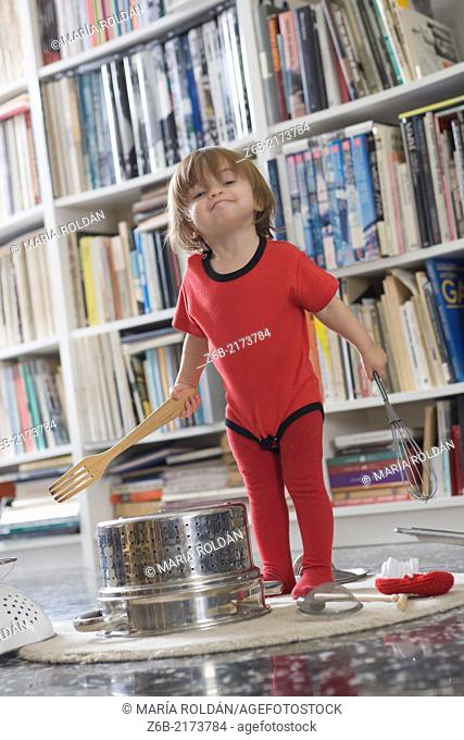 Baby, 15 Months, Noise, Kitchen Tool, Colander, Wooden fork, Whisk, Ramones body-Suit, carpet, books