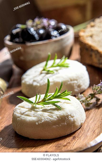 Goat's cheese for aperitif