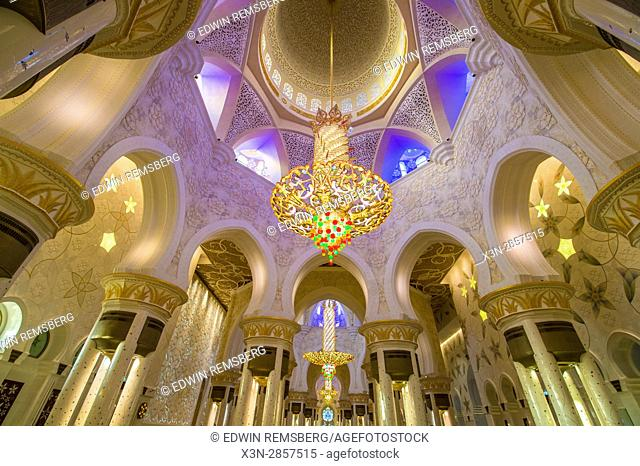 United Arab Emirates - View of ceiling inside Sheikh Zayed Mosque in Abu Dhabi