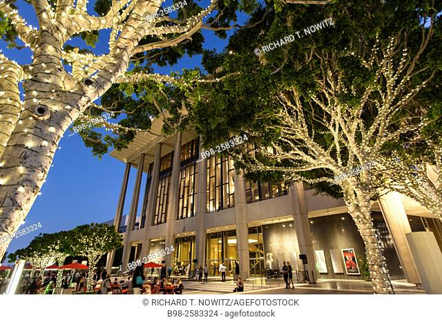Dorothy Chandler Pavilion and Los Angeles Opera at twilight