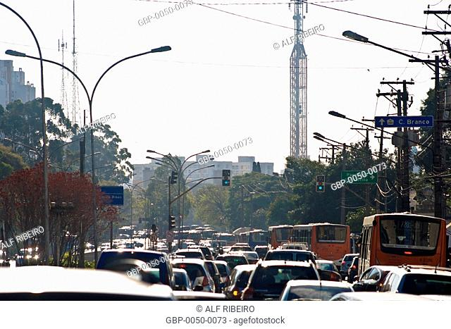 Traffic; Dr. Arnaldo Avenue; Sao Paulo; SP; Brazil