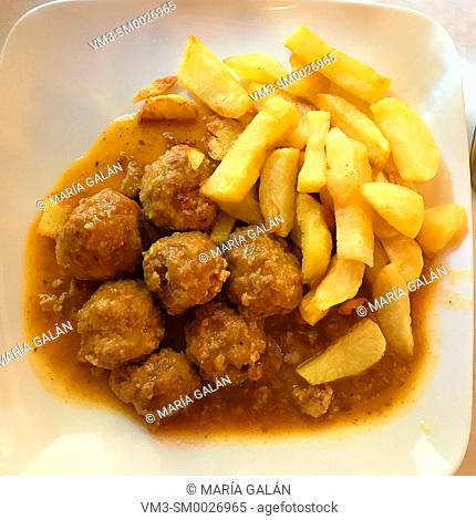 Meatballs with fried potatoes