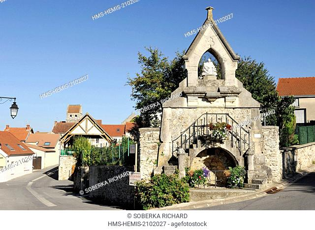 France, Marne, Oeuilly, Chapel of Our Lady of Lengths along the street