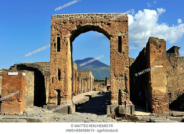 Italy, Campania, Pompei, archeological site listed as World Heritage by UNESCO, the Forum, arco Onorario