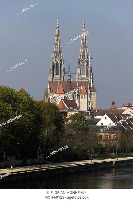 Blick über die Donau von Osten