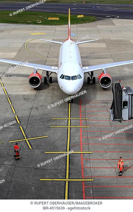 Airplane at the gate, Düsseldorf-International airport, Düsseldorf, North Rhine-Westphalia, Germany
