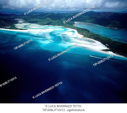 Australia, Queensland, Aerial view of the 9km long Whiteheaven beach on Whitsunday Island