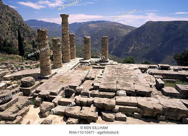 Temple of Apollo, Delphi, UNESCO World Heritage Site, Greece, Europe