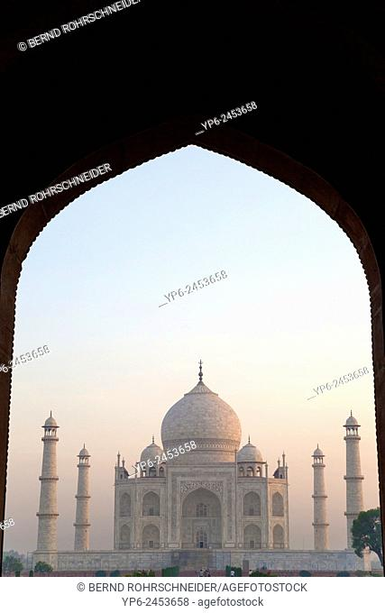 Taj Mahal at sunrise, Agra, Uttar Pradesh, India