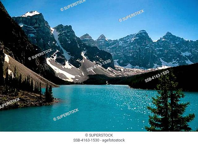 CANADA,ALBERTA,ROCKY MOUNTAINS, BANFF NATIONAL PARK, MORAINE LAKE