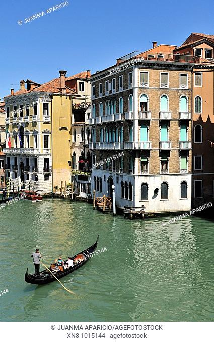 Rialto Bridge in the city of Venice
