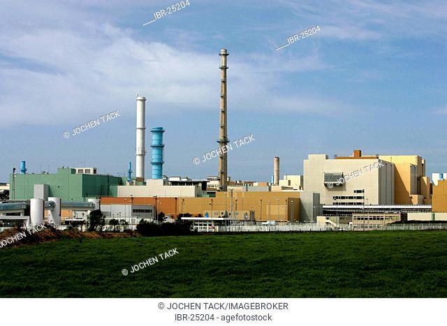 FRA, France, Normandy: COGEMA (Compagnie Generale des Matieres Nucleaires) nuklear reprocessing plant, La Hague