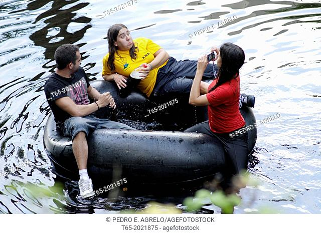 In Chavin, Viveiro, Lugo. Down the river Landro humorous, Pilgrimage is part of the Do Naseiro. In the picture some kids on a float