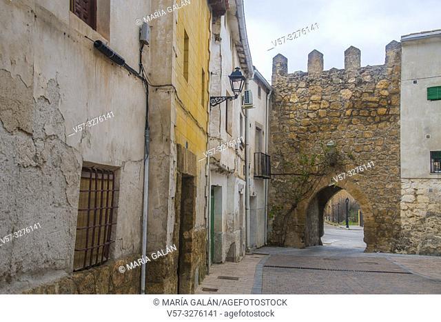 Street and Zorita Gate. Almonacid de Zorita, Guadalajara province, Castilla La Mancha, Spain