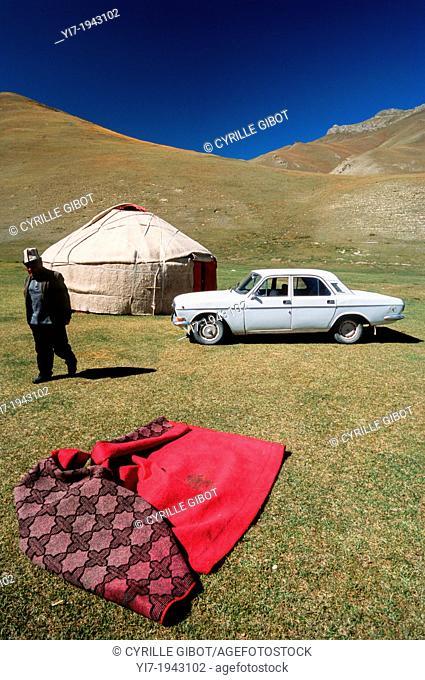 Old Russian car and yurt, Tash Rabat, Kyrgyzstan, Central Asia
