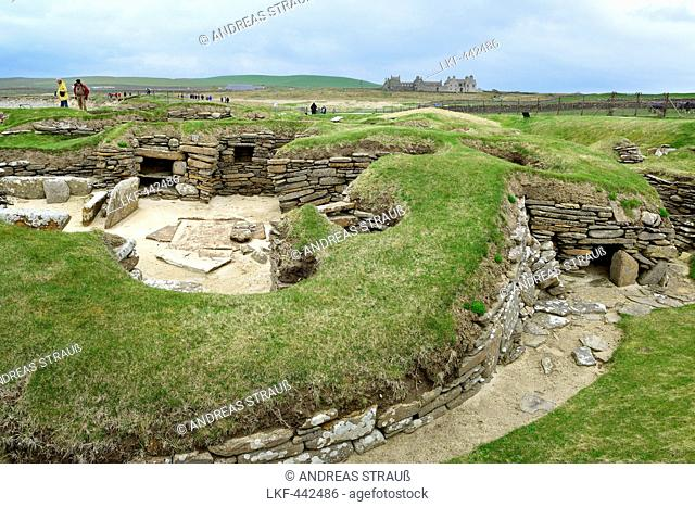 Tourists visiting the Neolithic settlement Skara Brae, Skara Brae, UNESCO World Heritage Site The Heart of Neolithic Orkney, Orkney Islands, Scotland