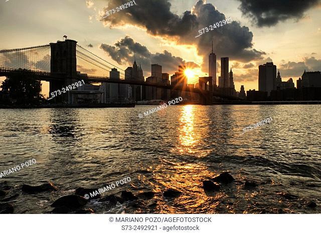 Brooklyn Bridge and downtown, Manhattan. New York City, USA