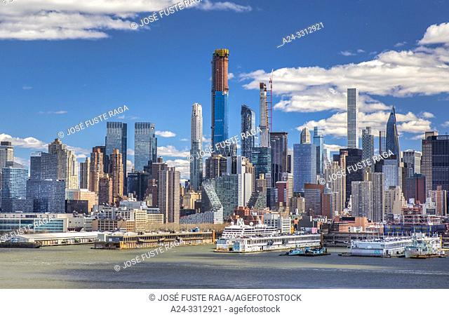 USA, New York City, Manhattan, Midtown Manhattan Skyline