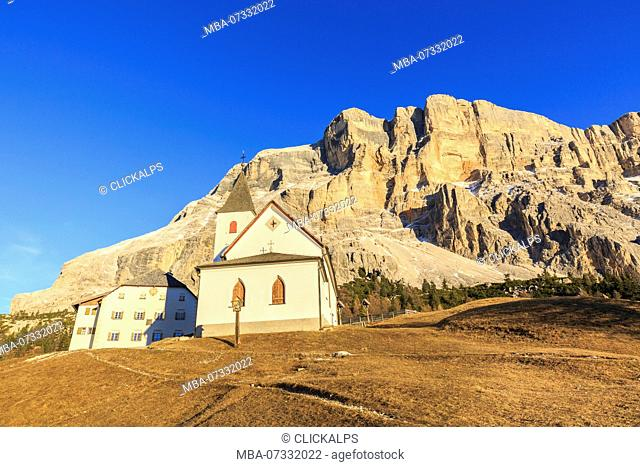 Italy, Trentino Alto Adige, Sudtirol, the church al Sas dla Crusc, in the background Sas dla Crusc mountain