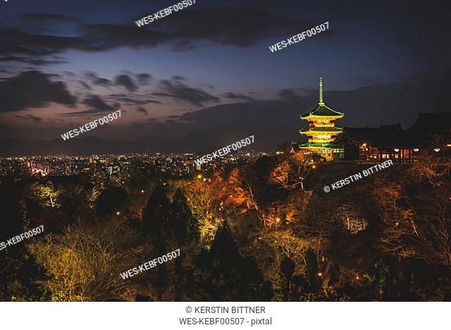 Japan, Kyoto, Kiyomizu-dera temple and cityscape