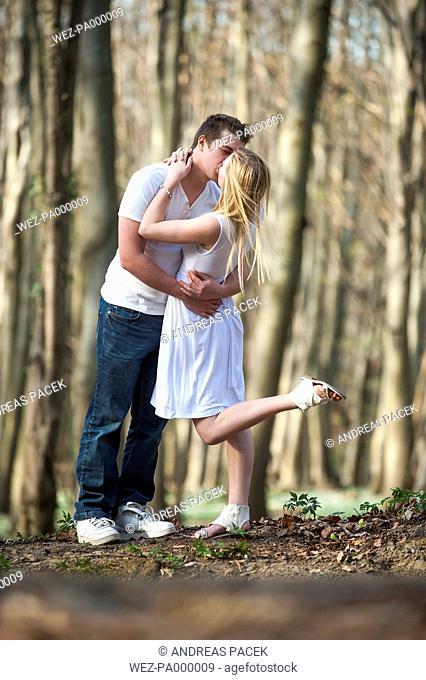 Germany, Rhineland Palatinate, Young couple kissing