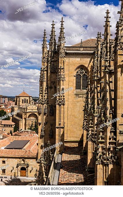 Spain, Castilla y Leon, Salamanca. The Catedral Nueva (New Cathedral) and, on the background, San Esteban Monastery