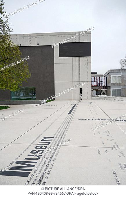 08 April 2019, Saarland, Saarbrücken: The forecourt of the Modern Gallery of the Saarlandmuseum was designed by the artist Michael Riedel