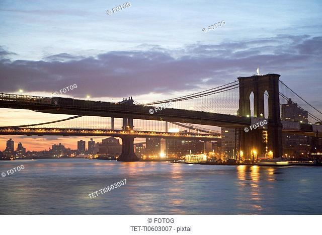 USA, New York State, New York City, Brooklyn Bridge at dawn