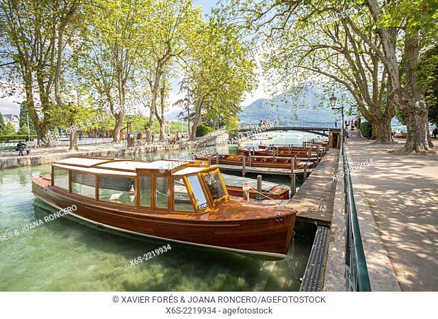 Canal de Vassé and Pont des Amours, Annecy, Haute-Savoie, Rhône-Alpes, France