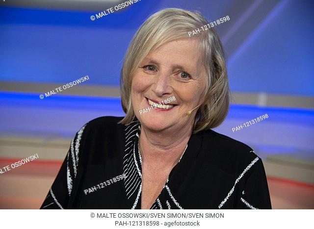 "Bettina GAUS, journalist, portrait, portraits, portrait, cropped single image, single motive, """"AúMaischberger"""", talk show, WDR / ARD, 12.06.2019"