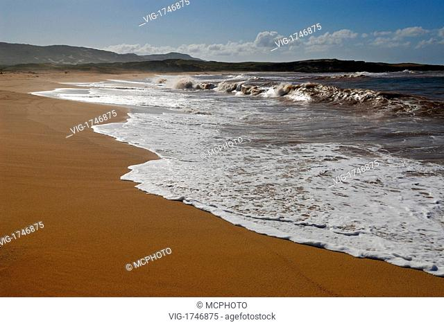 Waves on remote three mile Moomomi Beach Molokai - Hawaii, USA; Amerika, 21/04/2006