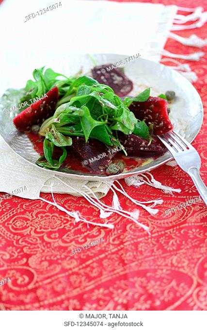 Purslane salad with beetroot and capers