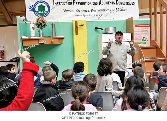 PRESENTATION OF THE GIANT HOUSE TO SCHOOLCHILDREN, 1ST STAGE IN THE PREVENTION TOUR OF FRANCE ORGANIZED BY THE IPAD INSTITUTE FOR THE PREVENTION OF DOMESTIC...