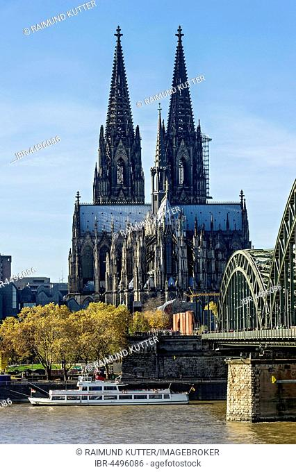 Cologne Cathedral, River Rhine, Hohenzollern Bridge, Cologne, North Rhine-Westphalia, Germany