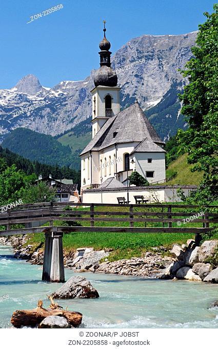 Pfarrkirche St. Sebastian in Ramsau bei Berchtesgaden, im Hintergrund die Reiteralp / Church of Ramsau near Berchtesgaden with the Reiteralpe mountain