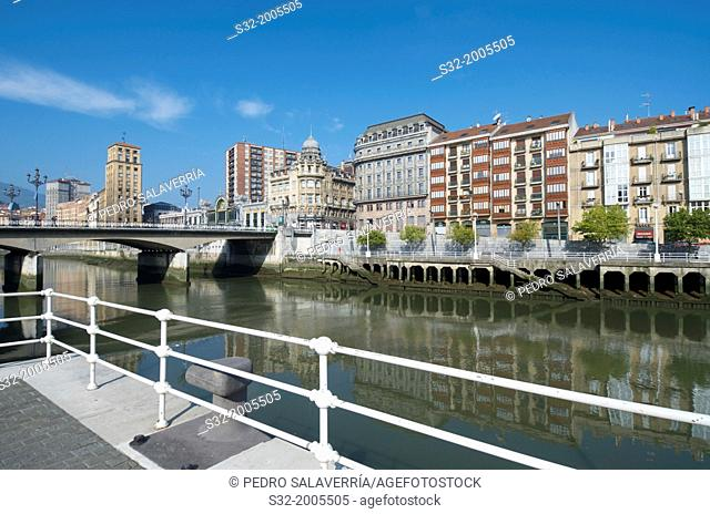 Nervion river passing through the old town of Bilbao, Biscay, Basque Country, Spain