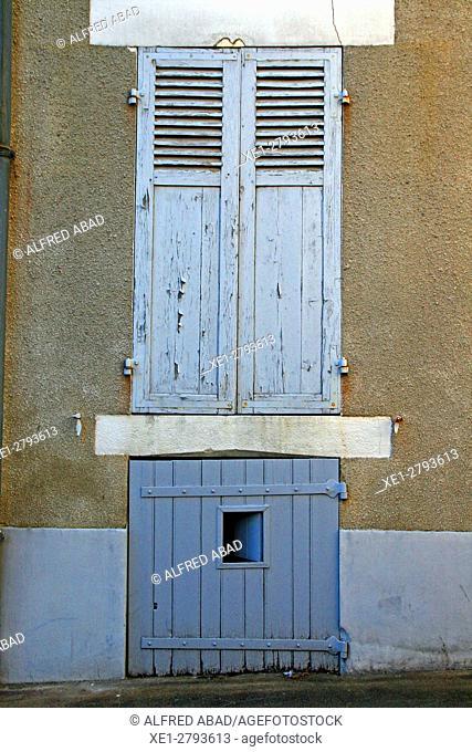 Door, St Amand en Puisaye, France