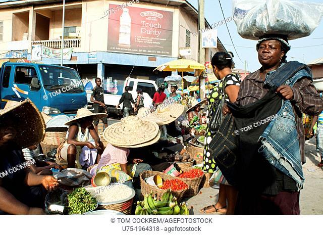 Street market scene near Makola market, downtown Accra, Ghana, Africa