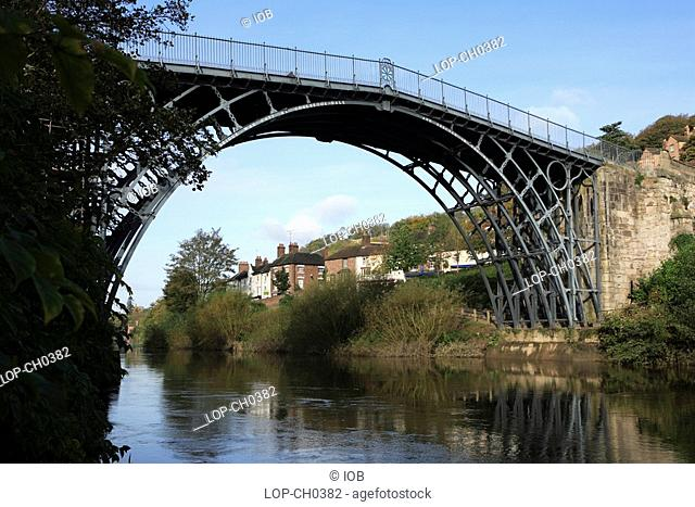 England, Shropshire, Ironbridge , The Ironbridge Bridge. The world's first cast iron bridge was built over the River Severn by the Darby family firm in 1779