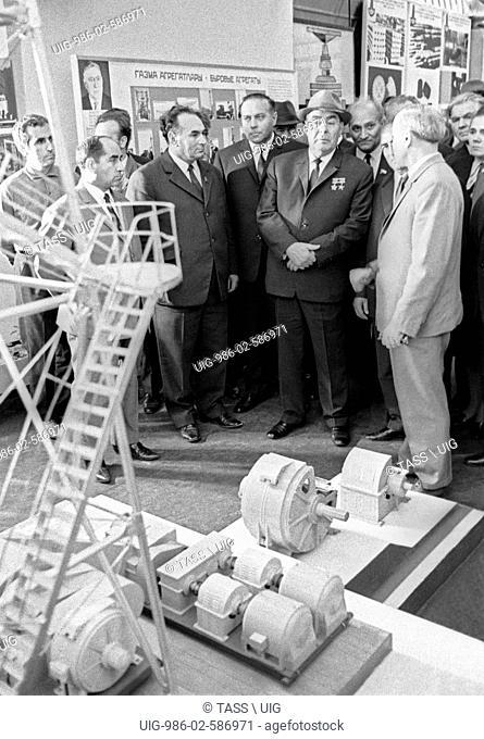 Leonid Brezhnev And Heydar Aliyev Visit To Exhibition Of Achievements Of Azerbaijani Economy