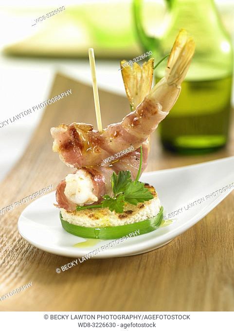 pincho de bacon y gambas / pincho of bacon and prawns