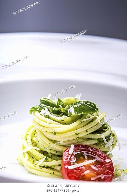 Spaghetti with basil pesto, tomatoes and olive oil