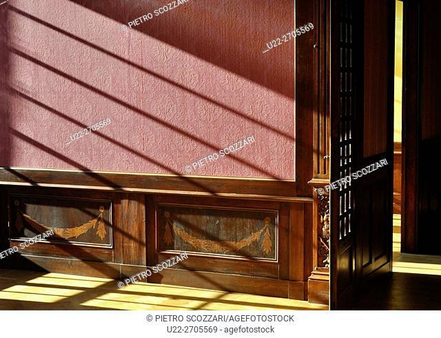 Grizzana Morandi (Bologna, Italy): natural light in a room at Rocchetta Mattei