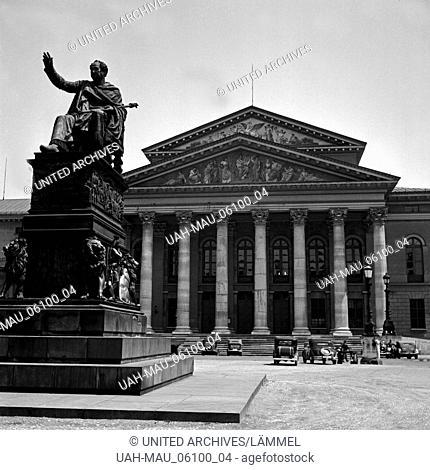 Das Nationaltheater am Max Joseph Platz in München, Deutschland 1930er Jahre. The national theatre at Max Joseph square at Munich, Germany 1930s