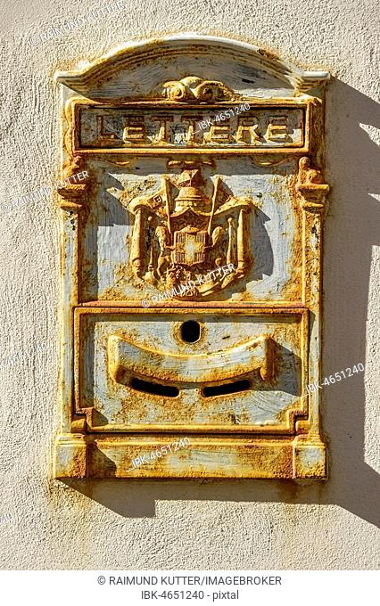 Old rusted post box, Castello Svevo, Old Town, Lungomare Colombo, Region Molise, Italy