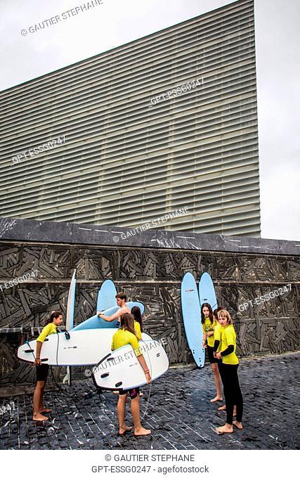 SURFING CLASS, CONTEMPORARY ARCHITECTURE, THE KURSAAL CONVENTION CENTER, THE KURSALL CUBES, SAN SEBASTIAN, DONOSTIA, BASQUE COUNTRY, SPAIN