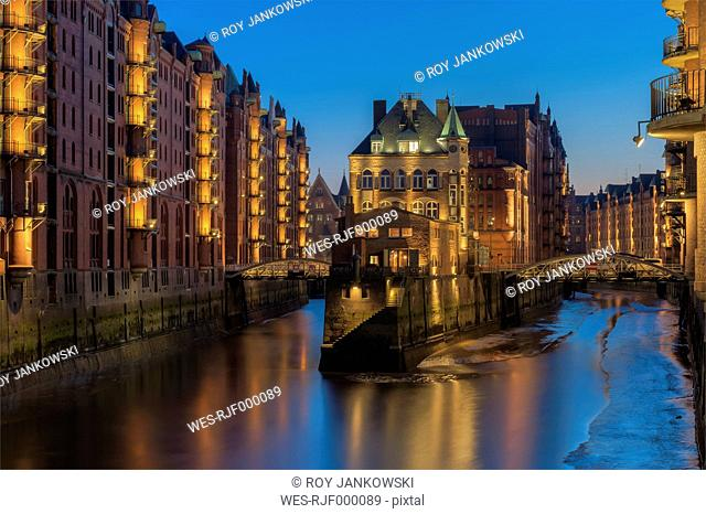 Germany, Hamburg, Speicherstadt after sunset, view in the Wandrahmsfleet