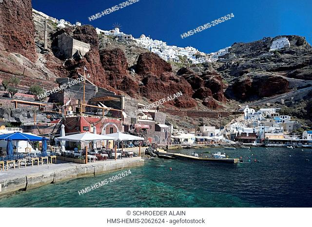 Greece, Cyclades, Santorini (Thira), village of Oia (Ia) and the port of Hammoudi