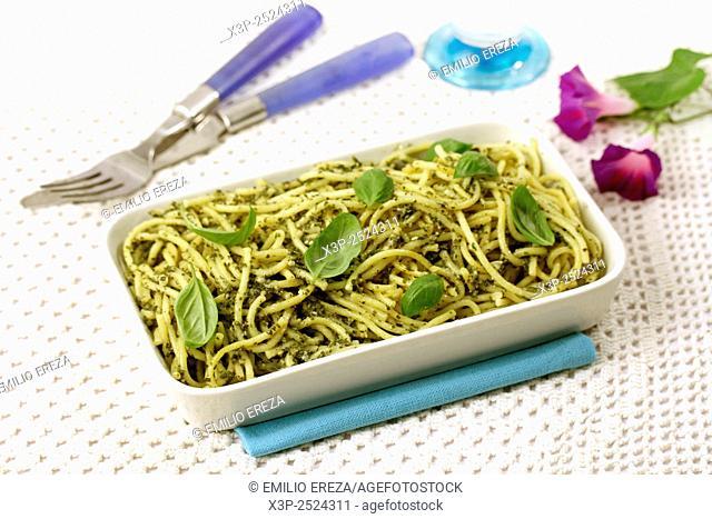 Spaghettis with pesto sauce