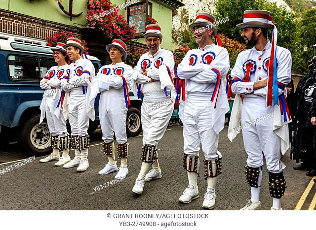 The Berkshire Bedlam Morris Dancers Waiting To Perform At The Lewes Folk Festival 2016, Lewes, Sussex, UK